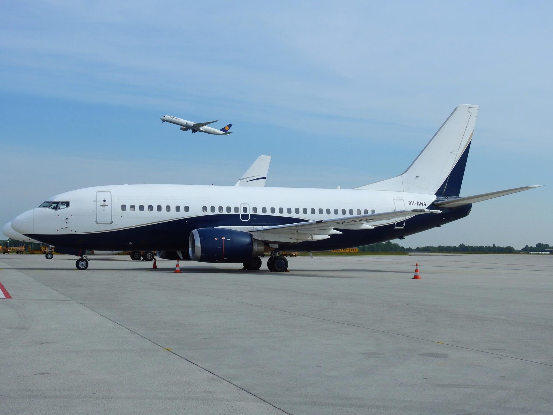 9H-AHA-AIR-X-Charter-Boeing-737-505-(3)
